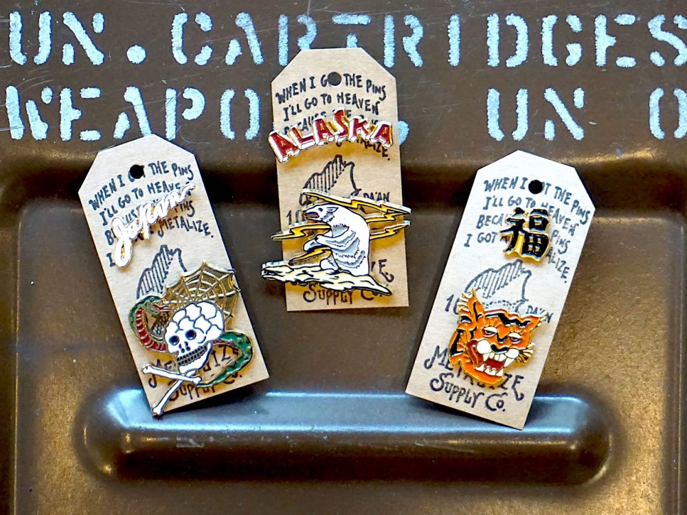 IMPORT - Souvenir PINS - TIGER x FUKU